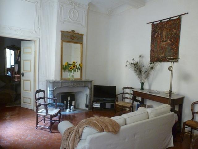 The living/dining room of Ambiance d'Aix - Ambiance D'Aix - Elegant 2 Bedroom Apartment with WiFi, Aix en Provence - Aix-en-Provence - rentals