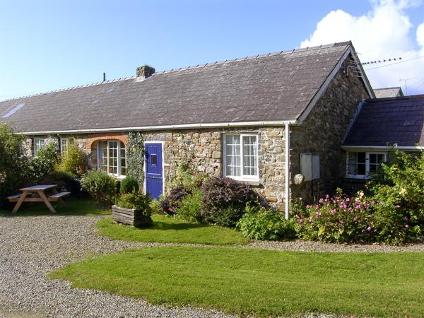 EYNONS COTTAGE, pet friendly, character holiday cottage, with a garden in Roch, Ref 4233 - Image 1 - Roch - rentals