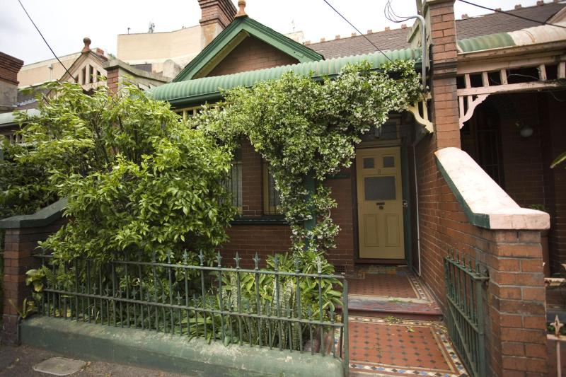 Front of cottage - Cosy 3 bedroom Cottage close to City - Sydney - rentals