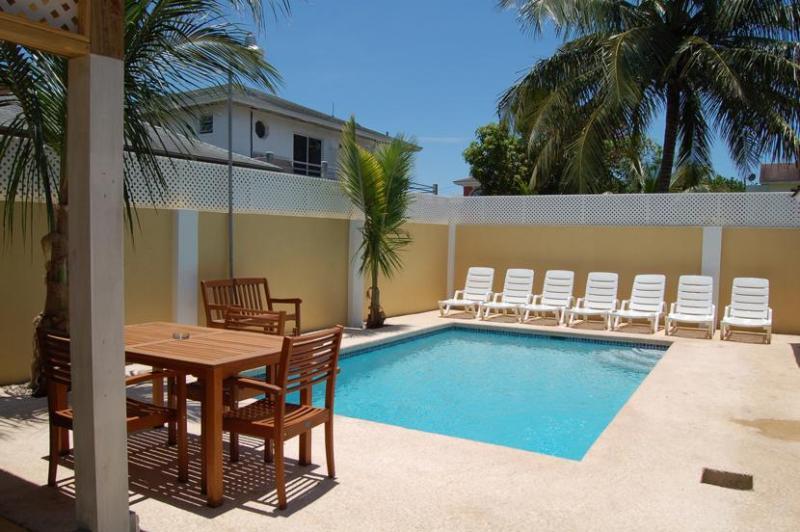 Swimming Pool - Brownstone's Seabeach - Seaside Chalet - Nassau - rentals
