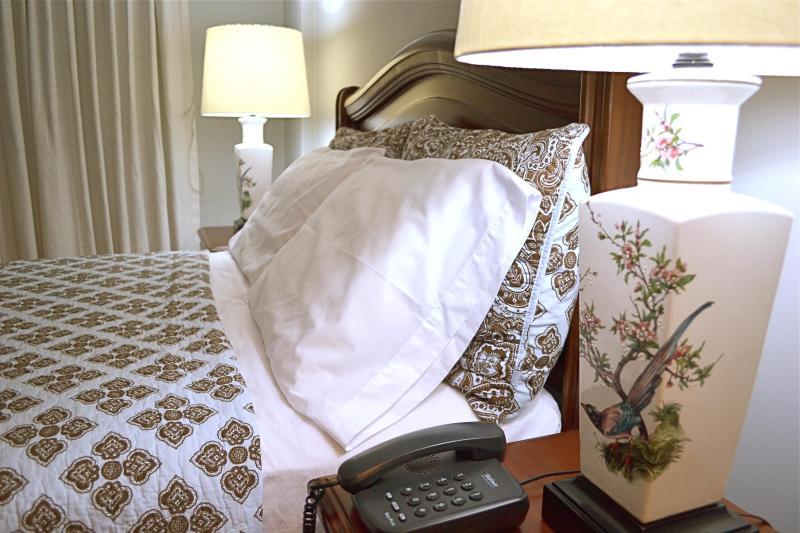 Master bed New Lamps - Miraflores Peru Luxury Apartment for rent - Lima Region - rentals