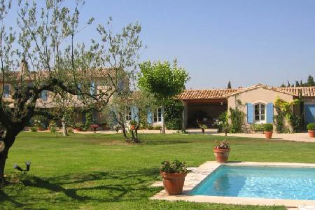 Traditional Farmhouse St. Remy in landscaped gardens with lavender, pool & patio - Image 1 - Saint-Remy-de-Provence - rentals