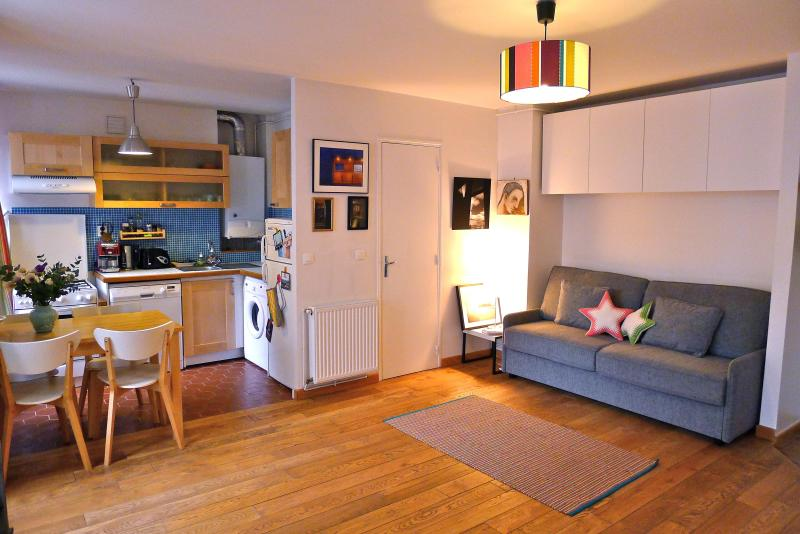 Sweet studio by the Canal St Martin. Free wi-fi!! - Image 1 - Paris - rentals