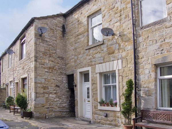 ERMYSTEDS COTTAGE, country holiday cottage, with a garden in Skipton, Ref 4252 - Image 1 - Skipton - rentals
