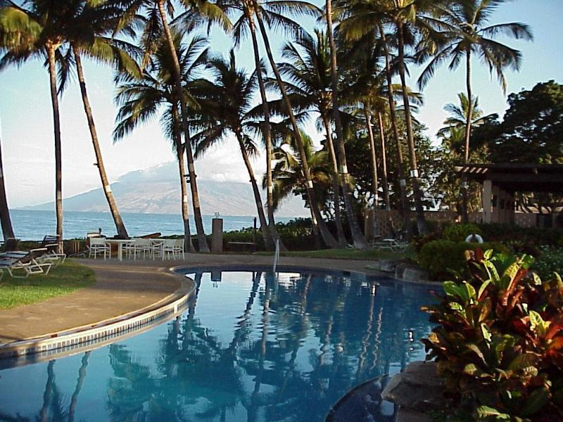 Pool and Pavilion, Next to the Beach and Ocean, Lounge Chairs, Tables/Chairs, Kitchen, Charcoal BBQ - SPECIAL $200/nt 9/5-22 Wailea Ekahi 33A Beach Res - Wailea - rentals