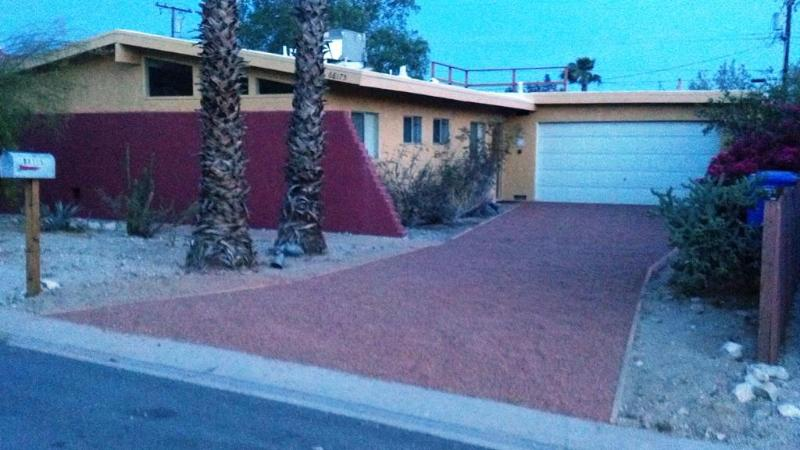 Front of house - Great Vacation House!! - Desert Hot Springs - rentals