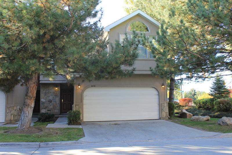 Front Exterior - Oaks at Wasatch 5 bedroom  3.5 bath condo - Cottonwood Heights - rentals