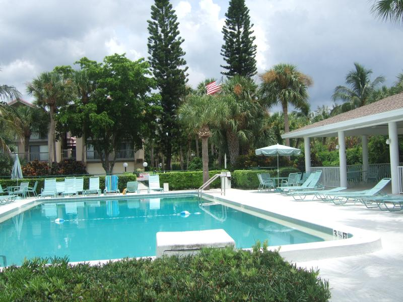 Private heated pool with gazebo and gas grill - 2B2B TwnHouse Minutes fr SKBeach new SS appliances - Siesta Key - rentals