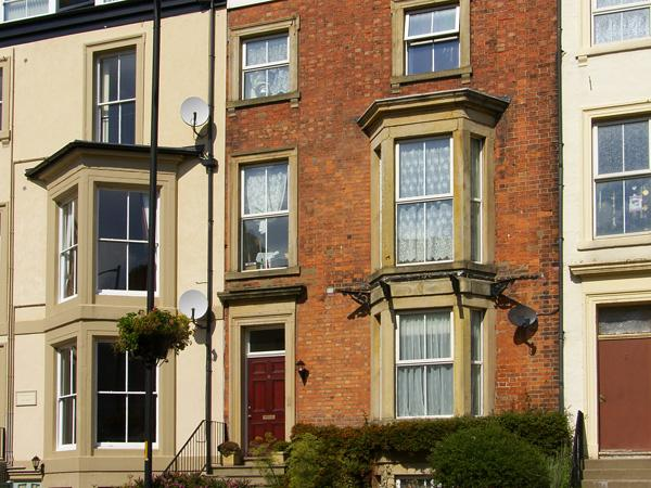 6 ABBEY TERRACE, family friendly, character holiday cottage, with a garden in Whitby, Ref 4281 - Image 1 - Whitby - rentals