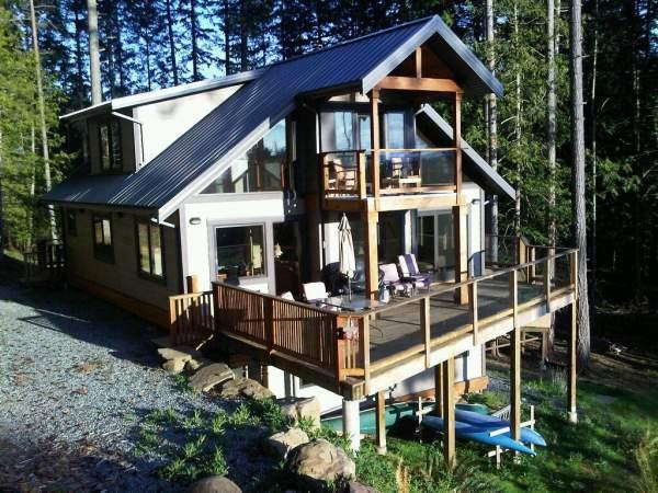 Afternoon Sun, perfect decks for watching sunsets! - 4 Bedroom 3 Bathroom West Facing Ocean Views - Mayne Island - rentals