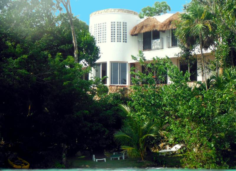 Lake front - Maya Cala Lake Front Villa a Jewel in the Jungle o - Bacalar - rentals