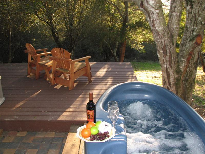 Soak in your private hot tub for two - Full House Farm Studio Cottage - Sebastopol - rentals