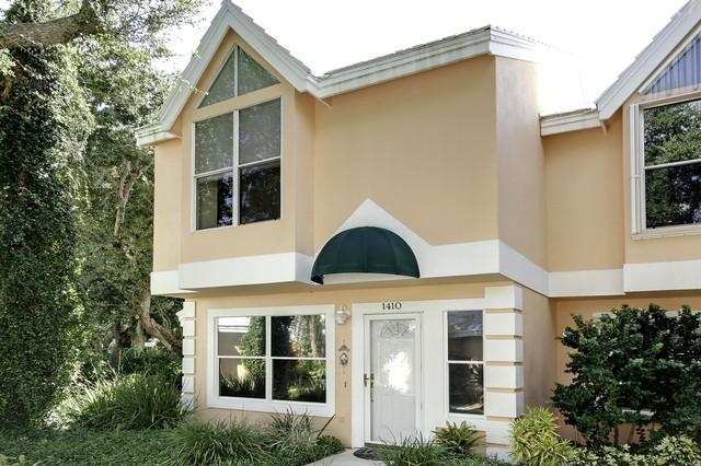 Front veiw of townhome - 2 bd rm Beach town home in Vero Beach Fla 73 pics that sleeps 4 but can fit 6 for visiting guests. - Vero Beach - rentals