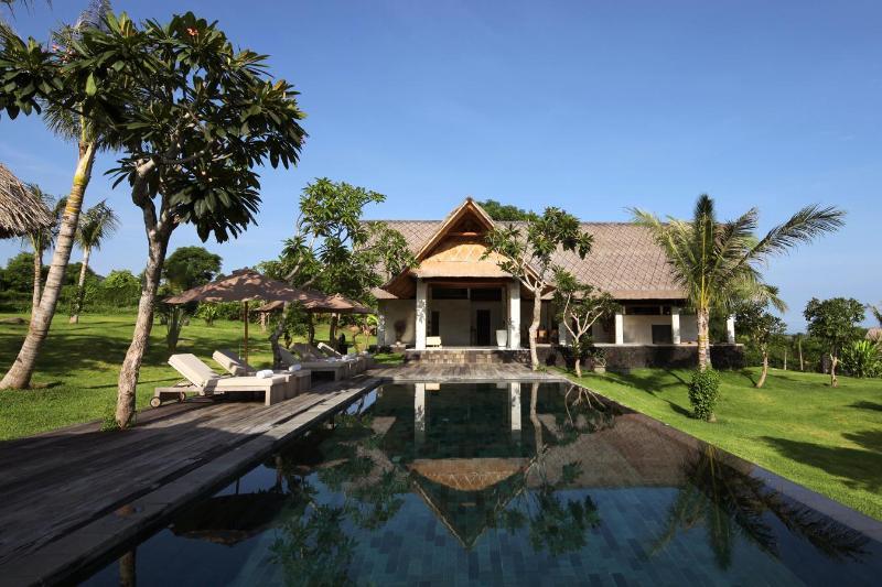 3 BR Villa (1) Pool and Terrace. - Luxury oceanview villas with large gardens - Pemuteran - rentals
