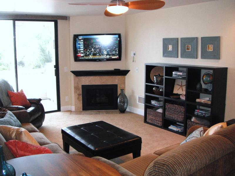 Sleeper sofa, cable TV with Blu-Ray DVD player - Relax at the beach in a luxurious 1 bedroom! - Oceanside - rentals