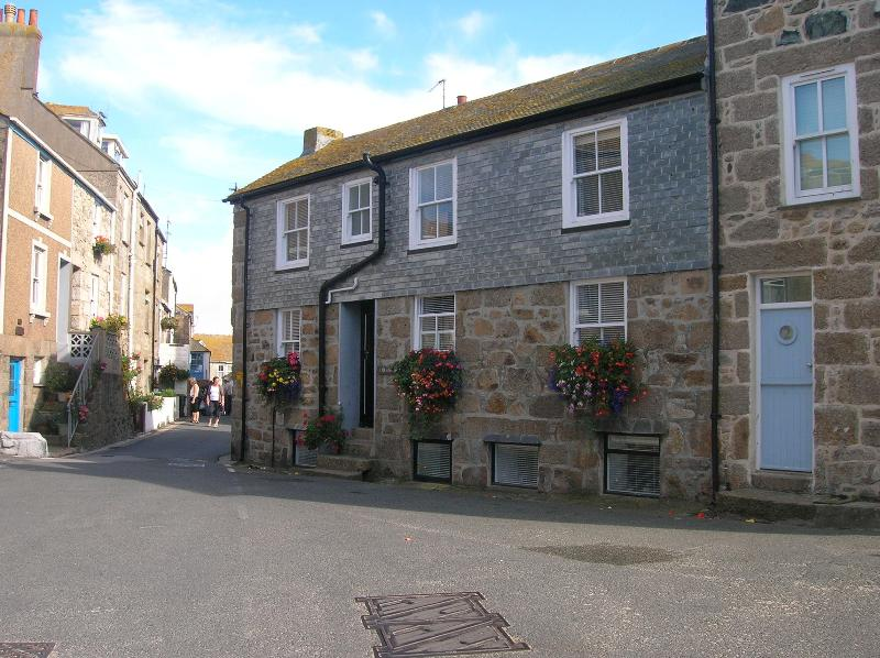 Holiday Cottage in Heart of  Old St Ives, Sleeps 5 - Image 1 - Saint Ives - rentals