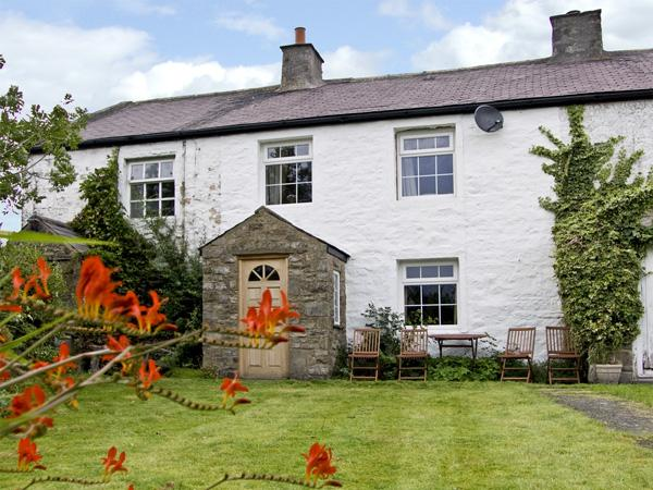 HARBER SCAR, pet friendly, character holiday cottage, with a garden in Horton-In-Ribblesdale, Ref 4092 - Image 1 - North Yorkshire - rentals
