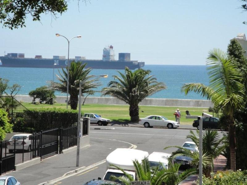 A  stunning  2 bed/2 bathroom apt with sea views. - Image 1 - Cape Town - rentals