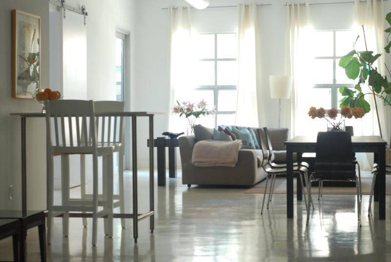 Light filled living space - Main Street Loft - Santa Monica - rentals