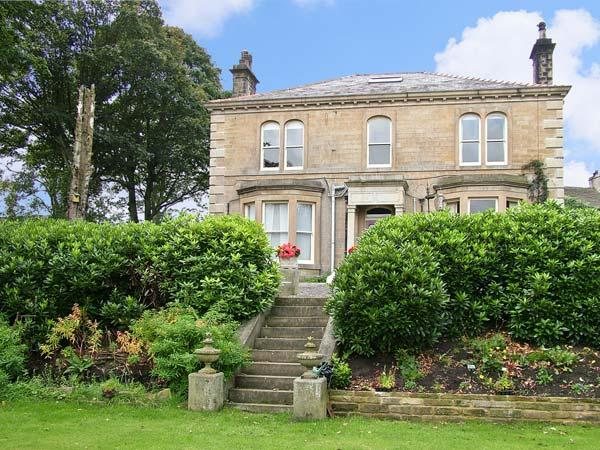 LIBBY'S PLACE, romantic, country holiday cottage, with a garden in Haworth, Ref 4282 - Image 1 - Haworth - rentals