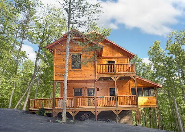 4 Bedroom Cabin with Screened in Porch and Outdoor Fireplace! - Image 1 - Gatlinburg - rentals