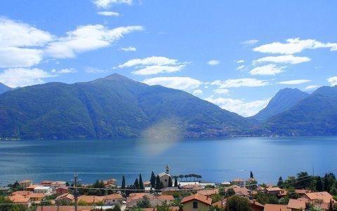 The mesmesiring lake view from the balcony - Residence Romina luxury pool apartment - San Siro - rentals