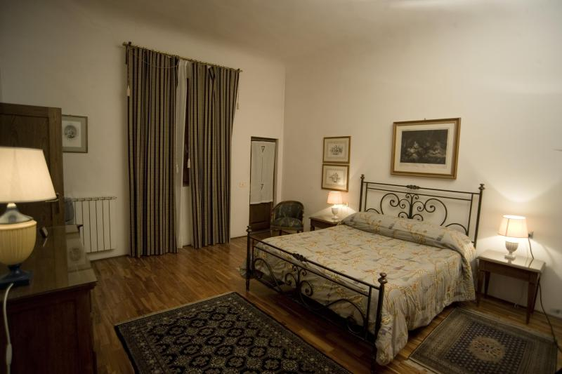 Bedroom with adjoining terrace - Charming flat centre Florence, A/C, Wi-Fi, Terrace - Florence - rentals