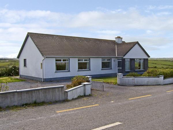GOODLANDS COTTAGE, pet friendly, with a garden in Miltown Malbay, County Clare, Ref 4023 - Image 1 - Miltown Malbay, County Clare - rentals