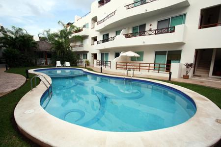Margaritas II Pool with Lounge Chairs and Bathroom Faciliites - Exquisite Bargain Priced Penthouse - Sol Tranquilo - Playa del Carmen - rentals