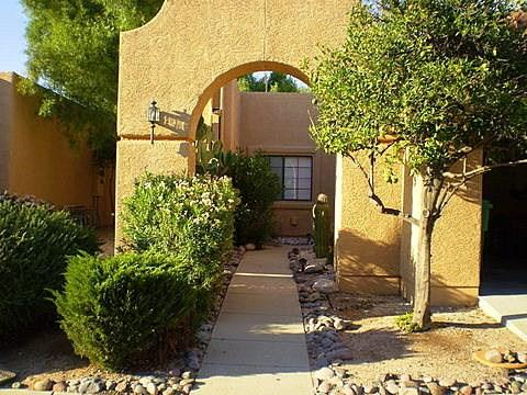 Arched entryway from beautiful citrus tree lined street - Sunset Ridge Town Home - Tucson - rentals