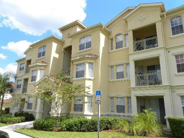 Poolside Treehouse, Cozy Condo with Balcony - Image 1 - Kissimmee - rentals