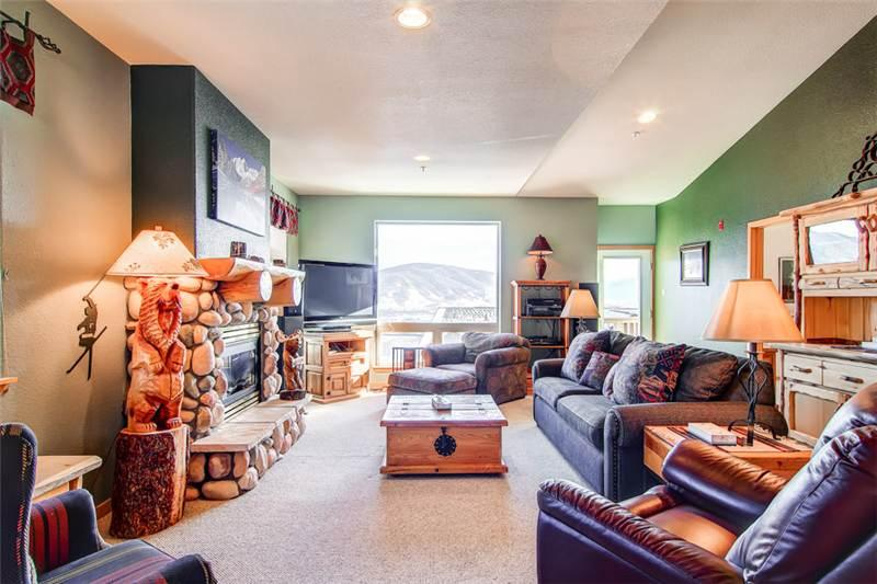 4 BR/3 BA Inviting lodge style townhouse, amazing views,  sleeps 11 - Image 1 - Silverthorne - rentals