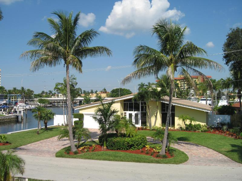 Front of House - Waterfront with Yacht - Pompano Beach - rentals