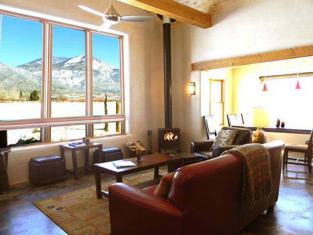 Sweeping Sangre de Cristo mountain views from living room - Alto Vallecito - Taos - rentals