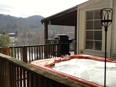 Driftwood Cottage offers a large hot tub & grill with lots of decking over looking Watauga lake WIFI - Hotub lake canoe wifi boating pet,click bookit tab - Butler - rentals