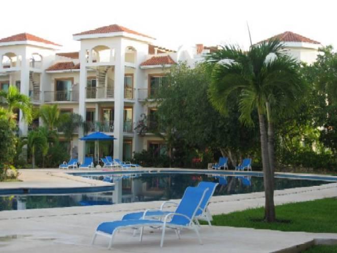 Pool lounging view - Opulent Paseo Del Sol Lux Condo Beach Pool Perks - Playa del Carmen - rentals