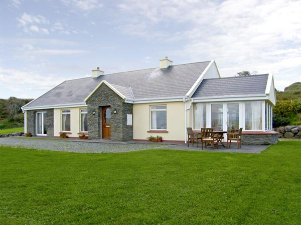 LOUGH CURRANE COTTAGE, pet friendly, country holiday cottage, with a garden in Waterville, County Kerry, Ref 4359 - Image 1 - Waterville - rentals
