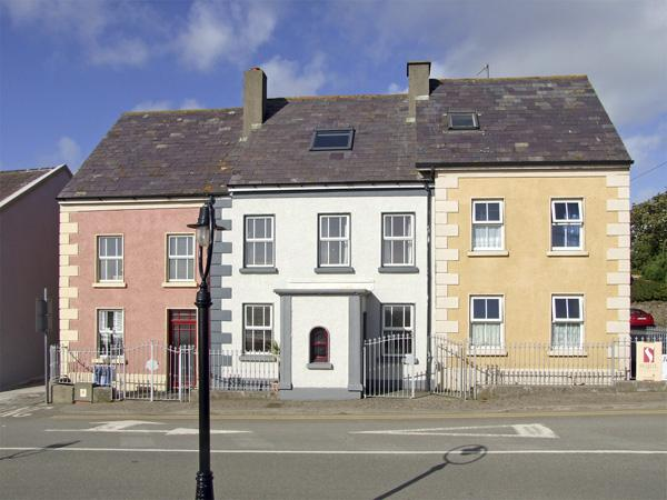 STRAND ROAD, pet friendly in Duncannon, County Wexford, Ref 4356 - Image 1 - Duncannon - rentals