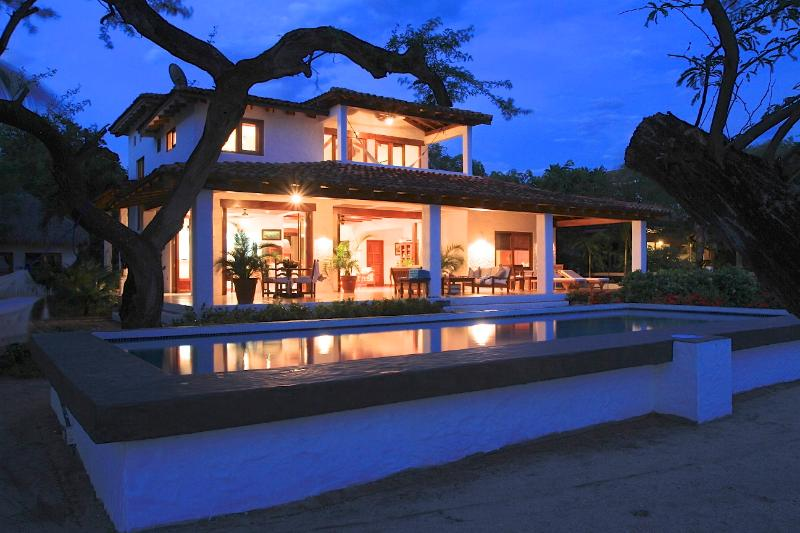 Encanto Evenings - Priv. Beachfront House Gated Golf and Surf Resort - Tola - rentals