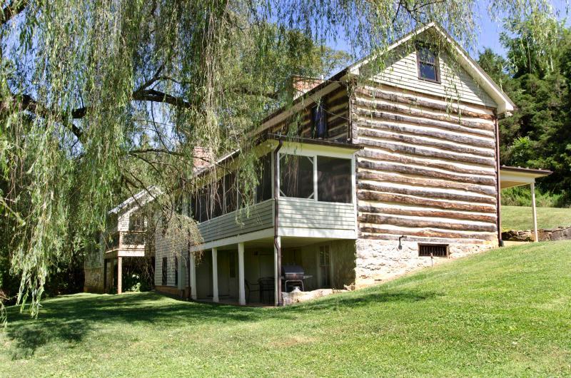 Willow Haven Cabin - Willow Haven - 1800's Log Cabin - Lexington - rentals