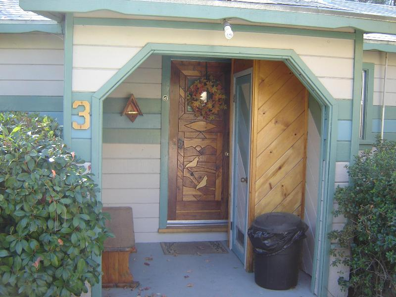 Kern Riverbend Cottage Entry from parking area, enters into the kitchen - Kern Riverbend Cottage, #3 - Kernville - rentals