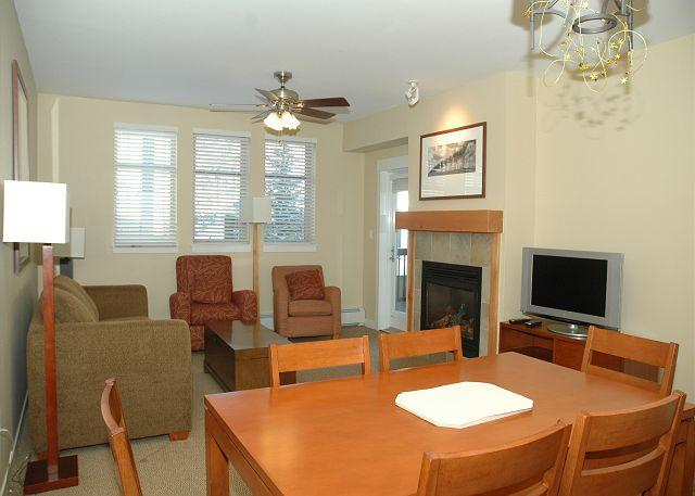 Dining Area w/seating for 6 - Beautiful 2 bedroom condo at the base of the mountain (sleeps 8!!) - Winter Park - rentals