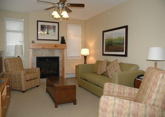 Living room w/Sofa Sleeper - Walk to the slopes. 2 bedroom condo @ Fraser Crossing - Winter Park - rentals