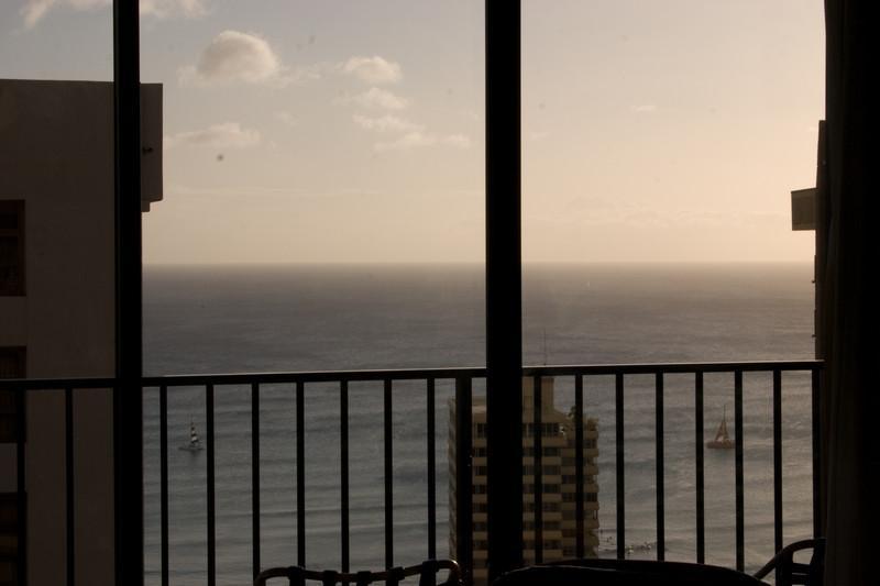 Waikiki Banyan - Waikiki Banyan Tower 2 Suite 3704 - Waikiki - rentals