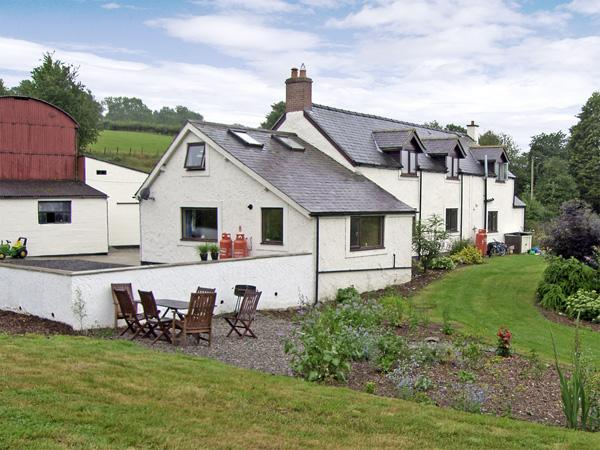 CELYN COTTAGE, romantic, country holiday cottage, with a garden in Pentre Celyn, Ref 4260 - Image 1 - Ruthin - rentals