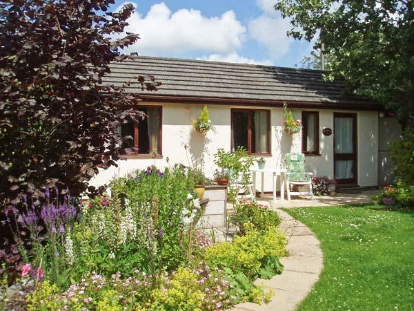 GARDEN VIEW, pet friendly, country holiday cottage, with a garden in Lixwm, Ref 4029 - Image 1 - Holywell - rentals