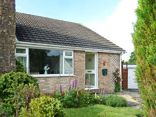 LINBERY, country holiday cottage, with a garden in Oakerthorpe, Ref 3956 - Image 1 - Alfreton - rentals