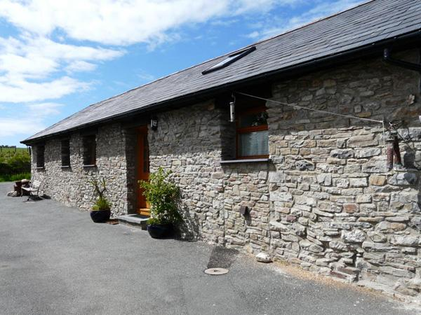 YR HEN BEUDY, family friendly, country holiday cottage, with a garden in Pontsian, Ref 3976 - Image 1 - Ceredigion - rentals