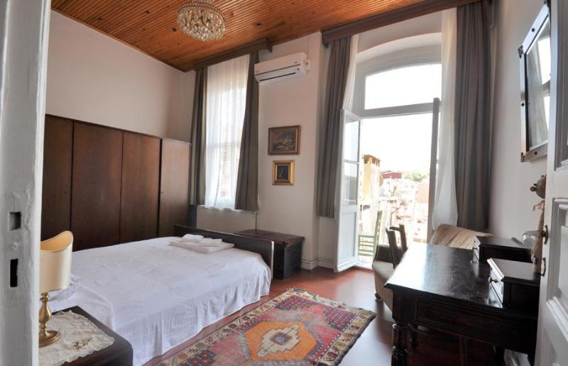 Lovely historical flat in Istanbul, No. 6 - Image 1 - Istanbul - rentals