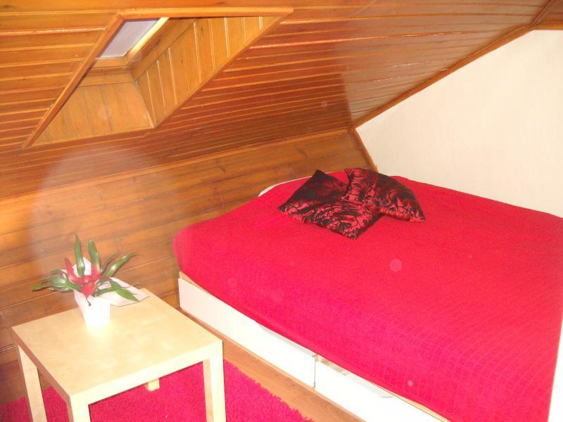 Bedroom - bed - Sweet-Romantic Attic /Rooms in the Heart of Lisbon - Lisbon - rentals